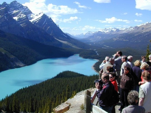 BAnff National Park tourists